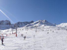 El impuesto del cable a las estaciones de esquí se queda en suspenso tras rechazarlo las Cortes