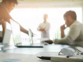 Tener conflictos con un compañero no obliga al empresario a cambiar el puesto de trabajo